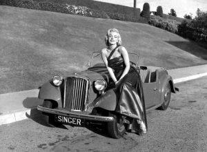 marilyn-monroe-singer-roadster